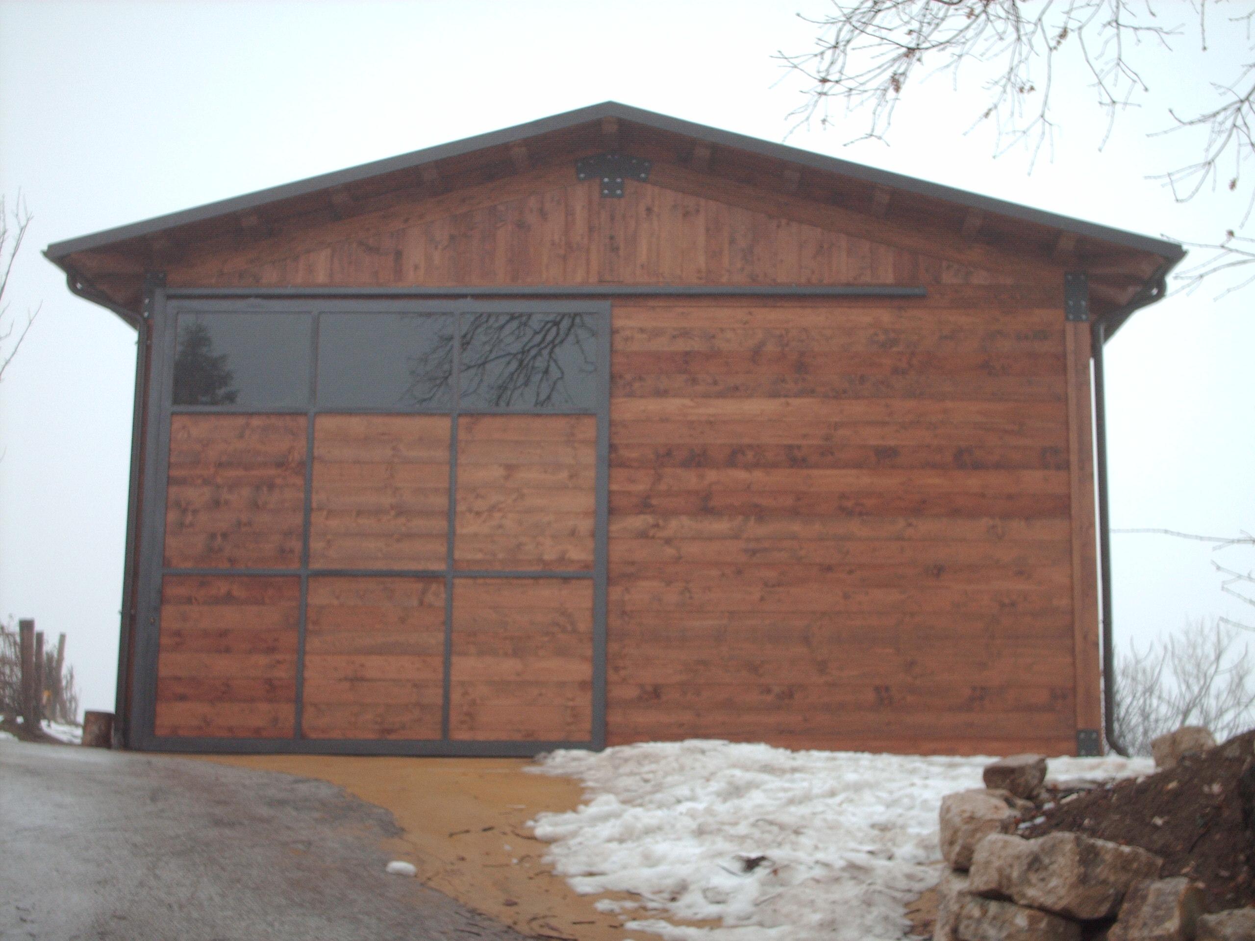 Case con portico in legno with case con portico in legno for Portico laterale in stile casa in stile charleston